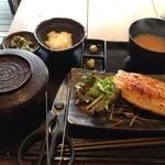 23039216 - 大山鶏の香味刺身ステーキ定食