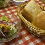 ビアマーレ - ランチのパンとサラダ