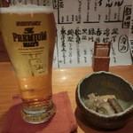 魚彩鶴巳 - 先ずは、ビールで。この後は日本酒にチェンジ♪ 生500円。燗酒1合450円。