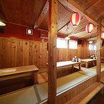 屋台餃子 風・天 - 素朴な和風の掘りごたつ式の客席は、どなたでもくつろいでいただけます。