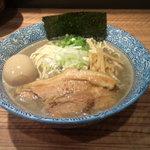 宮庵 - 濃厚煮干そば味玉入り(850円)+中盛り(50円)