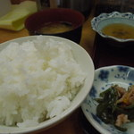 喰い処 弐七 - 刺身定食ライス ほか