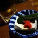 牛作 - 料理写真:生ビールと突き出し