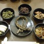 そば処美良 - 小鉢料理6種類