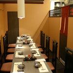 さんしん亭 - 店内テーブル席