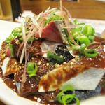 博多てんき屋 - 毎回注文するごまさば。 生鯖の刺身に醤油と練りごまが効いた濃いタレがかけられてます。 完全に酒飲み系のゴマサバです。