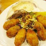 博多てんき屋 - 冬場の人気ナンバーワン・カキフライ。独自の技法で、柔らかくジューシーに揚げられたもの。 熱々は最高です。