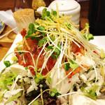 博多てんき屋 - 豆腐とキムチのサラダ。
