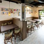CARI cafe - 明るいハワイアンな雰囲気で・・♪
