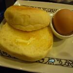 元町珈琲 - モーニングのマフィンとゆで卵