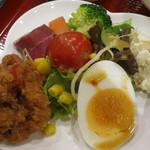 23054584 - パッカバオ+カイダーオラーカオ《ランチセット》(サラダ+揚げ物、2013年12月)