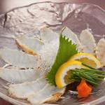 海鮮長州 - 河豚のタタキは、刺身と一味違う旨みと歯ごたえが魅力