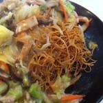 23059757 - 麺は揚げた細麺