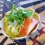 スリランカセンター - トマト・ピーマン・キャベツ・パインのサラダ