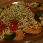 煮込みと惣菜 かん乃 - 炙りサーモンカルパ