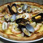 イタリアン厨房 マデーニ - 7種の海の幸たっぷり漁師風ピッツァ