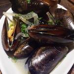 BARRIO - ムール貝のワイン蒸し