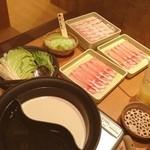 しゃぶしゃぶ温野菜  - アンデス豚、食べほー