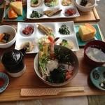 お食事処うおよし - 海鮮丼ランチ