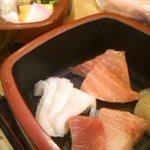 23066167 - 日替わり海鮮丼の二段目。イカが甘くておいしかった。トロかな、も、すごく美味しかった。