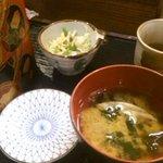 23066186 - ランチのお味噌汁(ワカメ&とろろこんぶ)と、サラダ(キャベツと水菜の千切りに、ゴマドレッシング)。