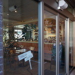 ネイバーフッド アンド コーヒー - 店内はグレードアップ版スタバ