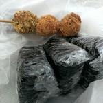京園 - えび団子(70円)、オニギリは左側から高菜、納豆、明太となり、全て(100円)となります。