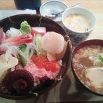 宇多美寿司 - 海鮮丼(茶碗蒸し・味噌汁付き)¥1000