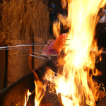 餃子日和わらん 越後のわらやき家 - 料理写真:越後の稲わらを使い、800度にもなる炎で一気に炙る「越後のわらやき」は絶品!!