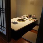 23070622 - 掘り炬燵形式のテーブル