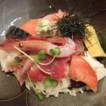 おさかな処 かね吉 - 海鮮丼、器はデカいが・・・