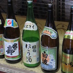 高橋酒店 - 並ぶ酒瓶