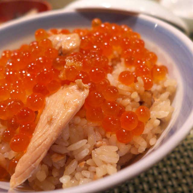 魚貝料理 松平 - 亘理発祥のはらこめし。はらこをさっと出汁にくぐらせ、「瞬間的に味付け」する