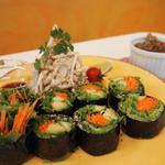 レインボー・ローフード - あん肝(風)海苔巻きとパッタイ風サラダ