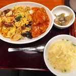 ぶっかけちゃいな - 本日のぶっかけ丼(スープ付¥735)。麻婆豆腐・豚肉玉子炒め・エビチリがドカン
