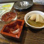 つなん - 日本酒とお通し[200円]