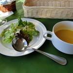 レストラン・ラグーン - サラダとかぼちゃのスープ