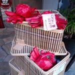 23077049 - 活上海蟹は この籠に入って 日本に運ばれてきます