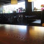 イル・ガッビアーノ - カウンターからのテーブル席