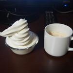 快活クラブ - 料理写真:食べ放題のソフトクリームと、コーヒー。