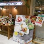 kawara CAFE&KITCHEN - 外観写真:店頭の看板と食品サンプル(入口付近)