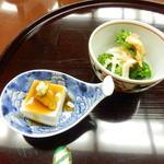 口悦 - ごま豆腐雲丹のせ、青菜お浸し