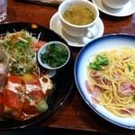 珈琲 Serenade - 料理写真:ベーコンとアスパラのパスタ、ロールキャベツ、ボイルチキン、スープ、サラダ。手づくり感のある優しい味でした。