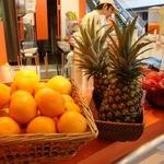 フレッシュジュースアンドフーズ - サイドから撮影(小さい店舗や)