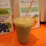フレッシュジュースアンドフーズ - 俺は期間限定の「小松菜&フルーツ」をチョイス(レギュラー350円也)