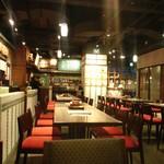 名古屋名物 名古屋丸八食堂 - フードコートのような感覚の店内