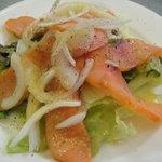 2309093 - 自家製スモークサーモンと生野菜