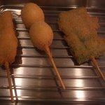 まんねん - 串揚げ 豚バラ、うずらの卵、アスパラ