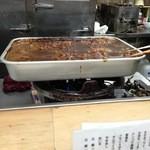23090845 - みそだきの鍋。どんどん売れていきます