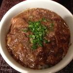 23091908 - かつべ牛すじカレー小丼と「野菜とり放題」ランチ(1,400円)のカレー